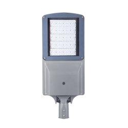 새로운 디자인 태양 LED 가로등 옥외 LED는 최신 담궈진 직류 전기를 통한 강철 폴란드와 가진 태양 램프 힘 정원 가로등을 통합했다