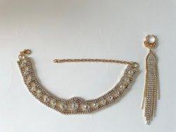 La nueva cadena brazalete de metal con conjunto de aretes de diamante y