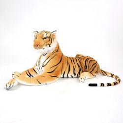 Tigre marrom normal aparência natural dos animais na selva Peluche