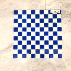 China fabricante de material de construção banheiro muro de cozinha adesivo azulejo azul e branco do Crystal mosaicos de vidro decoração (G425026)