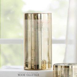 ハリケーンの金縞が付いているガラス蝋燭ホールダー