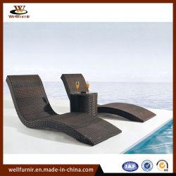 Furnirの健康な藤のクッション(WF-306)が付いている屋外の展開の寝台兼用の長椅子