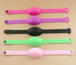 Heißer Verkaufs-Zoll gedruckter Marken-Firmenzeichen-Waschen-Freier justierbarer beweglicher Silikon-ArmbandWristband für draußen