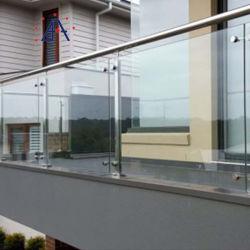 شرفة خارجية خارجية مصنوعة من الفولاذ المقاوم للصدأ مع شرفة مع حمام سباحة زجاج مقسّى بدون إطار السياج