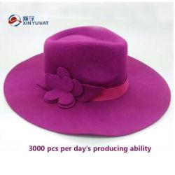 装飾的な花の広い縁の女性のウールのフェルトの帽子