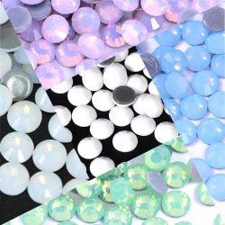 Pietre calde di vetro opaline bianche di difficoltà di Strass Flatback di scintillio dei nuovi Hotfix Rhinestones di cristallo bianchi di ceramica di Kingswick per cucito