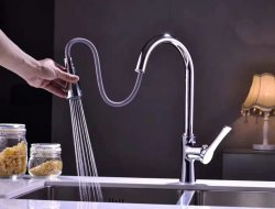 Luolin -未来の台所コックの流しのコックの節約器はコック、洗面器の流しのミキサーボールの洗浄蛇口を、おろすスプレーヤーの旋回装置の口のコック、Cl002を引き出す