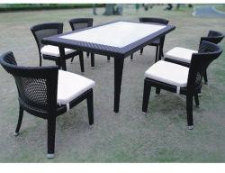 Дешевые цены высокое качество садовой мебелью элегантно обставлены плетеной обеденный стол, патио с плетеной мебелью