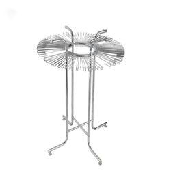 4本の足を搭載する金属回転のタイの陳列だな
