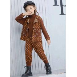 La dernière d'usure d'hiver, de haute qualité Fashion chandails, pantalons de survêtement Lvv costumes. Les enfants d'usure de la rue. Les enfants d'usure. Les enfants de l'habillement. Les enfants Pull