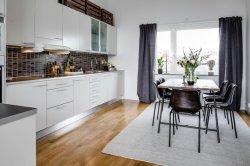 カスタマイズされた現代光沢度の高く白いペンキMDFのボードのラッカー食器棚の家具