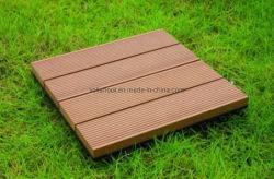 屋外のフロアーリングに床を張っている合成のDecking WPCのボードWPCに床を張るWPC DIYのDeckingのタイルの建築材料