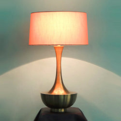 Metal moderno y el tejido de lino blanco Sombra Interior de latón de la lámpara de mesa Iluminación de escritorio