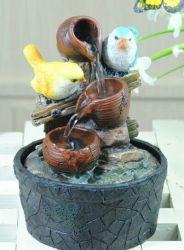テーブルの上の滝電池式水噴水の動物の樹脂の鳥のクラフト