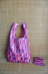 De gerecycleerde Vrouwen die van de Handtassen van de Manier van de Polyester Vouwbare Opnieuw te gebruiken het Winkelen van de Totalisator van de T-shirt van de Kruidenierswinkel van de Gift Zak verpakken