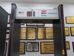Инфракрасные электронные медицинские No-Touch Walk-Through металлоискателя тип двери лоб сканер для измерения температуры