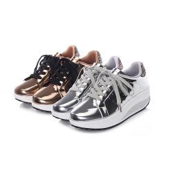 高さの増加するプラットホームPUの振動でHellosportの卸し売りメスのカスタム女性の快適な歩くことはBlingの光沢のある靴を詰め込む