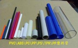 Bom preço Branco Azul colorido de moldagem por extrusão de PVC de processamento do tubo de plástico
