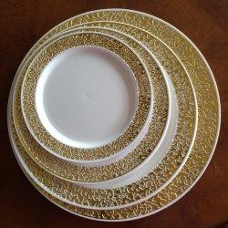 Elegante parte de la cena de las placas de plástico desechables