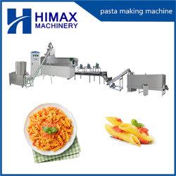 Los macarrones espaguetis realizando el procesamiento de pasta de línea de producción de la máquina extrusora