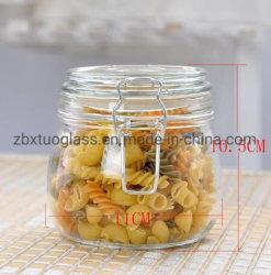 De luchtdichte Kruiken van het Glas Geplaatst de Bussen van het Glas voor de Opslag van het Voedsel met de Deksels van de Klem van het Glas