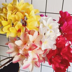 花屋を配列する結婚式の花嫁の花束のためのPlumeriaのRubraの卸し売り人工的な花の絹の熱帯花