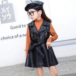 、スーツカラー方法革コート新式の、冬の女の子女の子の高品質のコート。 子供の摩耗。 子供の衣服。 子供の衣服。 子供の衣類