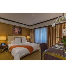 特注家具木製ベッド・ホテル・ベッドルームにはソファーの椅子が設備されている。 (EL 140