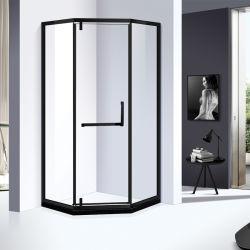 Bañera Santiary Ware 8mm Cristal Ducha con una puerta batiente en color negro.