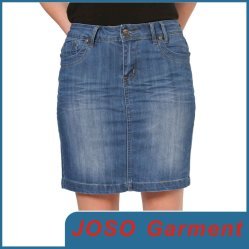 ジーンズのスカート(JC2019)を身に着けている女性