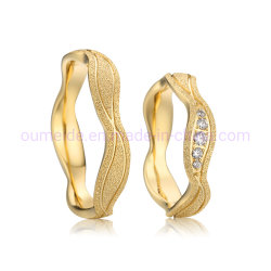 A moda entre homens e mulheres Casal banhado a ouro CZ pedras 316L de aço inoxidável anéis de casamento