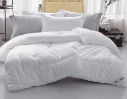 경량 단단한 위안자는 2개의 베개 가짜를 가진 양자택일 뒤집을 수 있는 누비이불을 밑에 놓았다