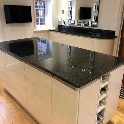مطبخ بطبخ من الحجر الطبيعي مع سطح من الجرانيت/سطح العمل/الزينة/الطاولة/الجرانيت العلوي
