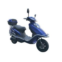 Скутер движется с высокой долговечности емкости