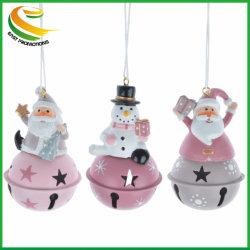 Polyresin Weihnachtssankt-Schneemann-Ren, das auf Klingel-Bell-Figürchen-Verzierung-Dekoration sitzt