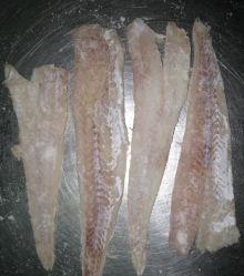 Salada de abadejo de Alaska y el Pacífico o filete de bacalao Migas