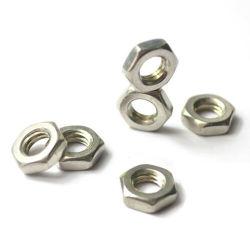 六角形ナットは薄いナットの半分のナットM3にM8を詰め込む