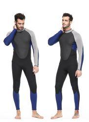 Vestito praticante il surfing degli uomini di un pezzo della muta umida del neoprene molle su ordine
