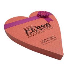 Contenitore di regalo della confetteria con figura del cuore