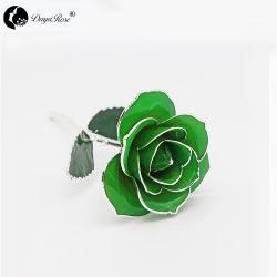 De color verde pálido con plata Rosas (Agosto)