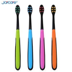 新しい側面図を描かれた穴デザイン大人の歯ブラシの柔らかいBrisltesの深いクリーニングの歯ブラシ