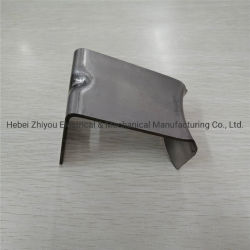 自動排気管の金属ブラケット
