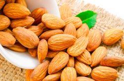 100% 純粋な自然な豊富な栄養アーモンドのナットのカーネル