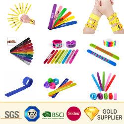 Fabricant de bougies de néon LED Rainbow personnalisé Sequin Bijoux bracelet large bande réfléchissante Snap Tissu animal en peluche USB RFID jouet bracelet en silicone en PVC blanc gifle