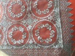 قماش الطاولة المطرز عضويا مع حدود لاس، والأورغوزا المطرزة