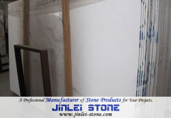 浴室のタイルまたは壁のタイル張りの床のタイルのための自然な石造りの高貴なか水晶白かGuangxiの白い大理石の平板