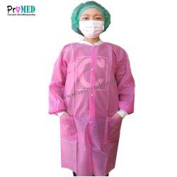 編まれた袖口が付いているセリウム、ISO13485によって修飾される実験室のコートおよび2ポケット、使い捨て可能なnonwoven実験室のコート、SMS/PPの実験室のコート、訪問者のコート