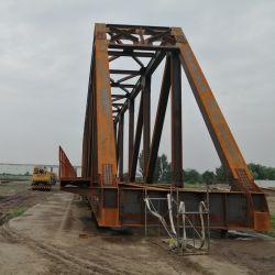 Puente de acero de ferrocarril a través del puente de la armadura de puente de la estructura de acero