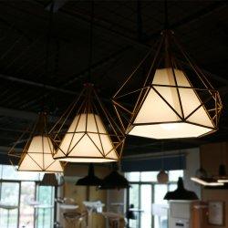 3部分は現代レストランのペンダント灯のシャンデリアの照明をハングさせる標準的で幾何学的で黄色い鉄の現代設計事務所をセットした