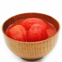 Tomates pelées entières en conserve avec la haute qualité